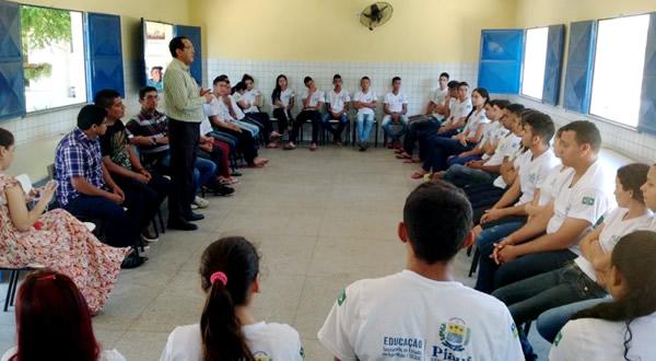 """Ulisses Filho reúne estudantes e profissionais no """"Conversando com o Presidente"""" em Piracuruca"""