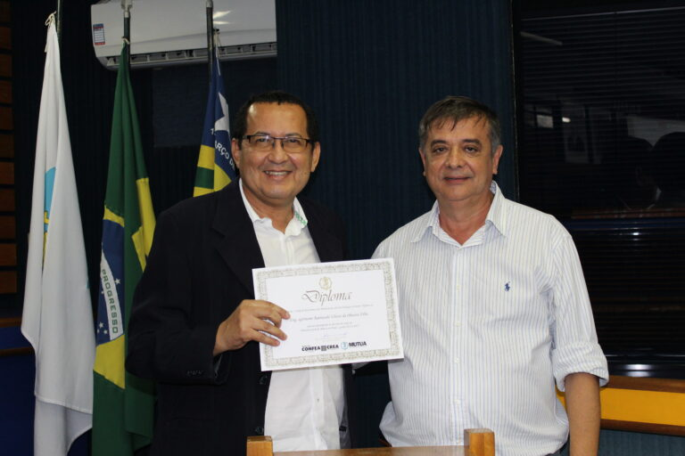 Presidente Ulisses Filho recebe honraria da Mútua Nacional