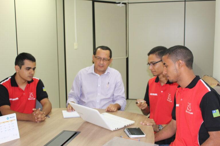 Alunos de Engenharia da UFPI apresentam projeto de Fórmula SAE ao Presidente do CREA-PI