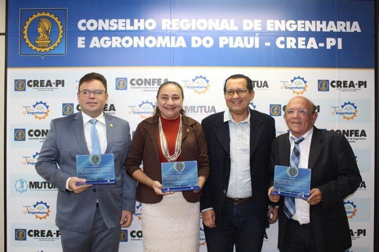 Presidente Ulisses Filho homenageia vereadores pela aprovação do Projeto de Lei de Inspeção Predial